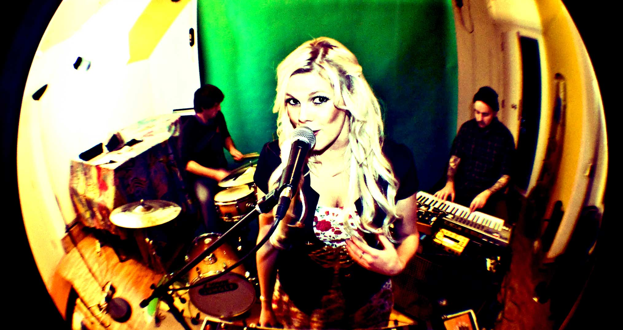 laura-janye-hunter-freelance-guitarist